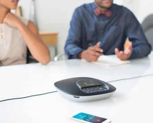 logitech group auf Konferenztisch